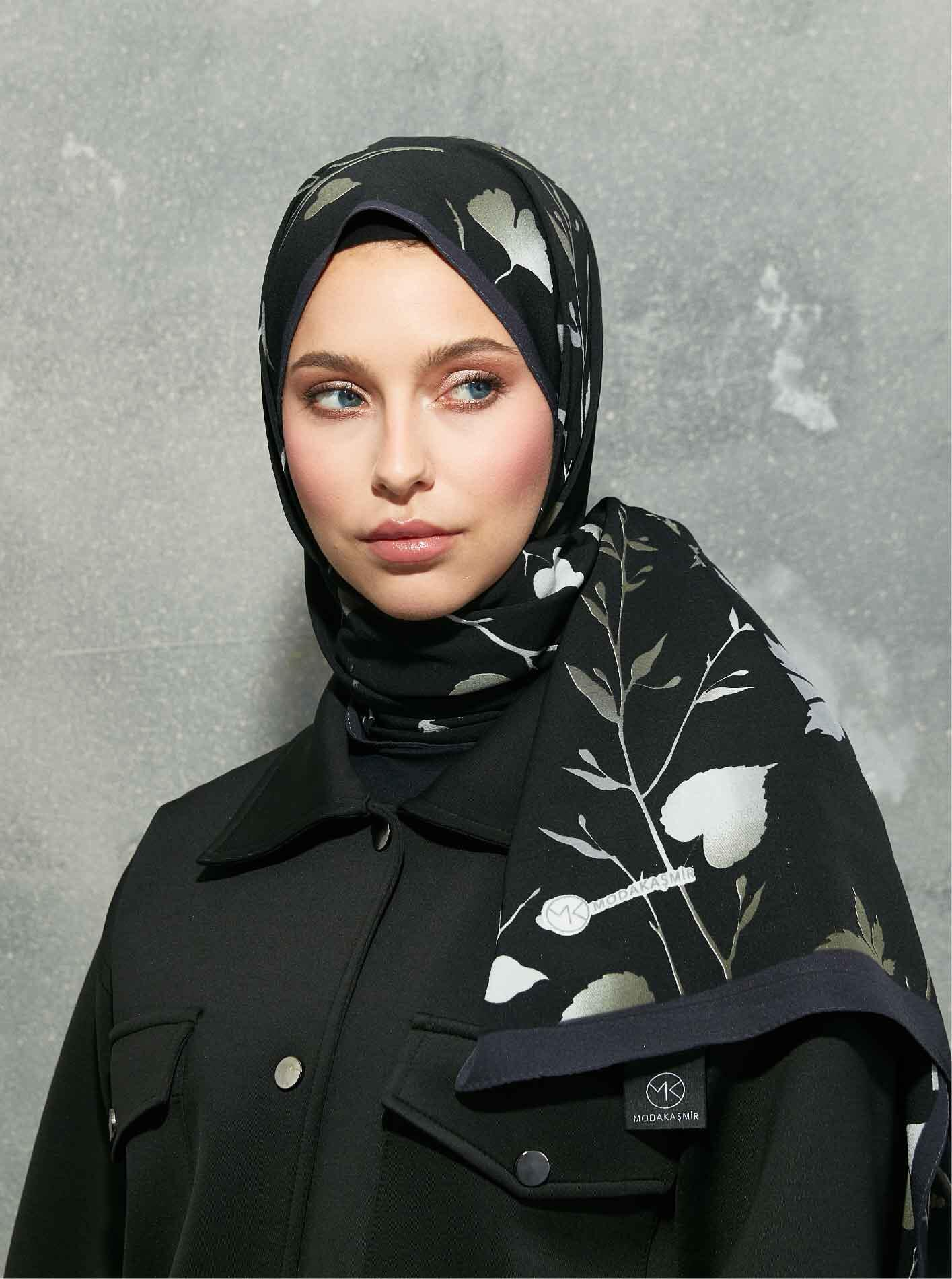 Flora Series Autumn Branches Patterned Shawl Black