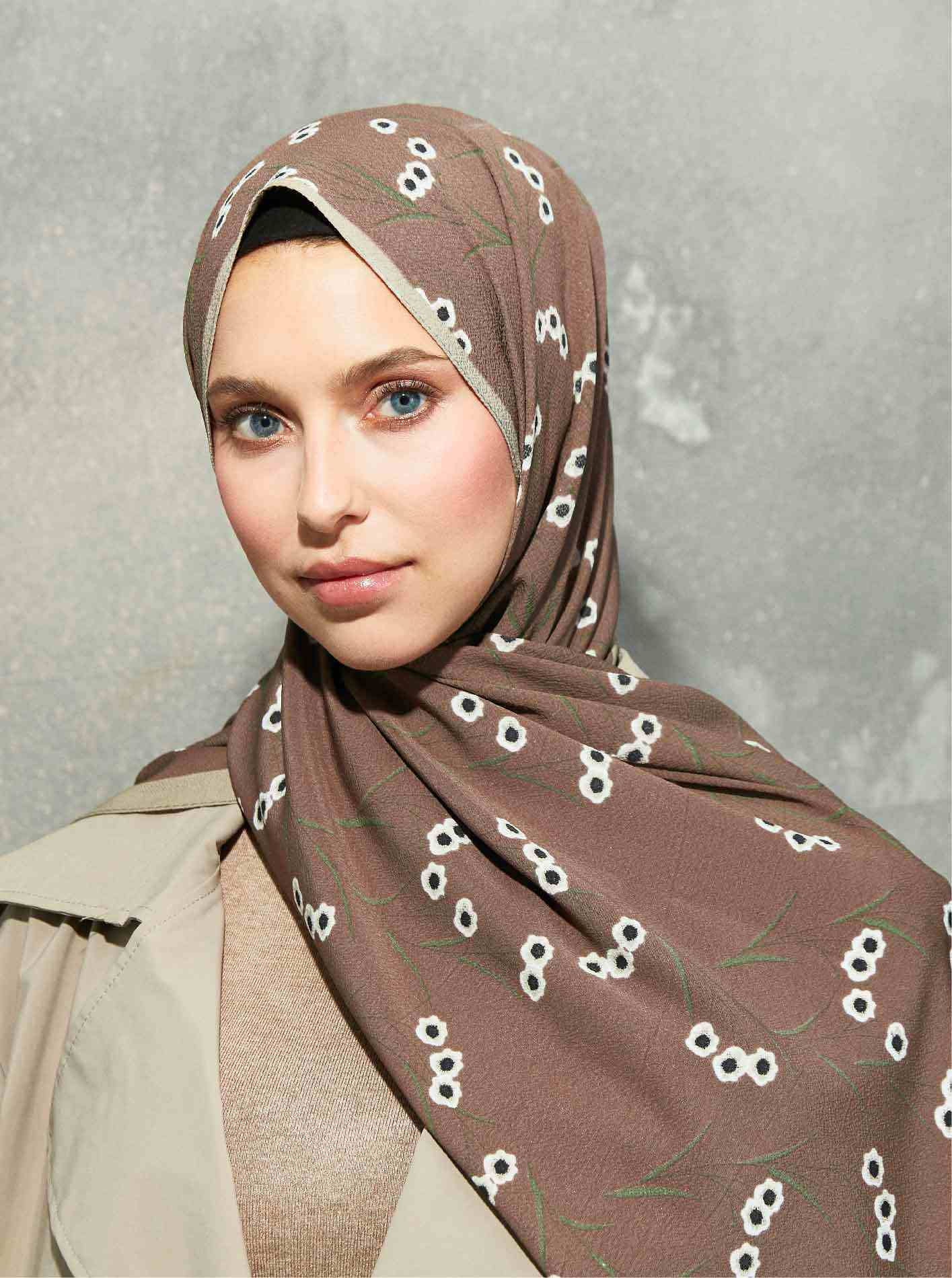 Flora Series Daisy Patterned Shawl Brown