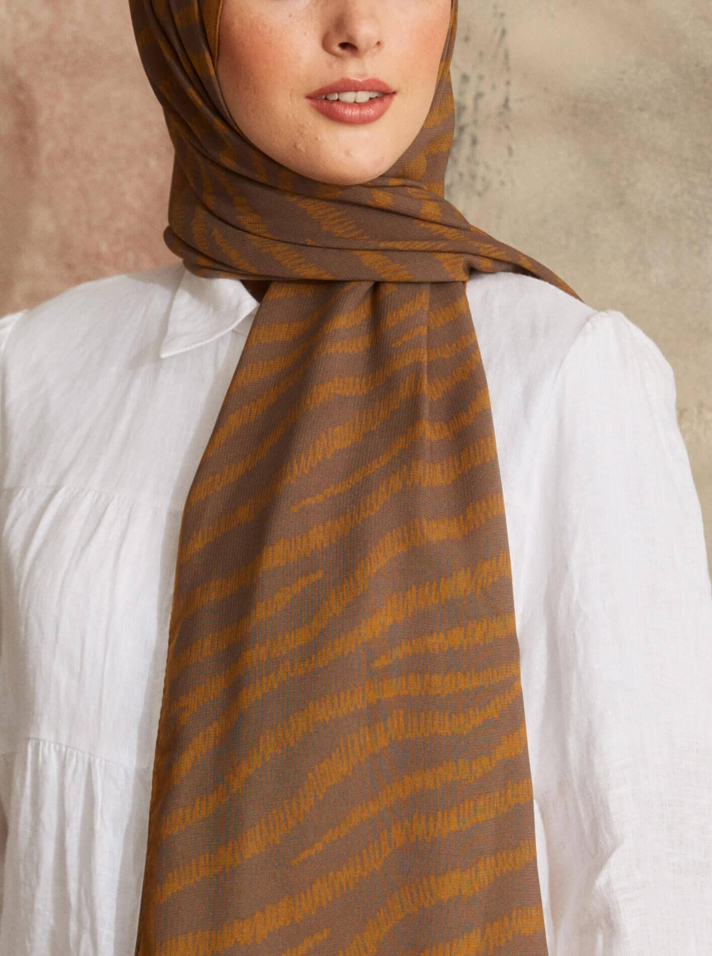 Touch Medina Silk Wave Patterned Brown